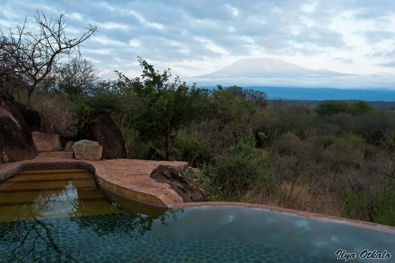 Национальный парк Амбосели в Кении. Вид из кемпа на Килиманджаро.