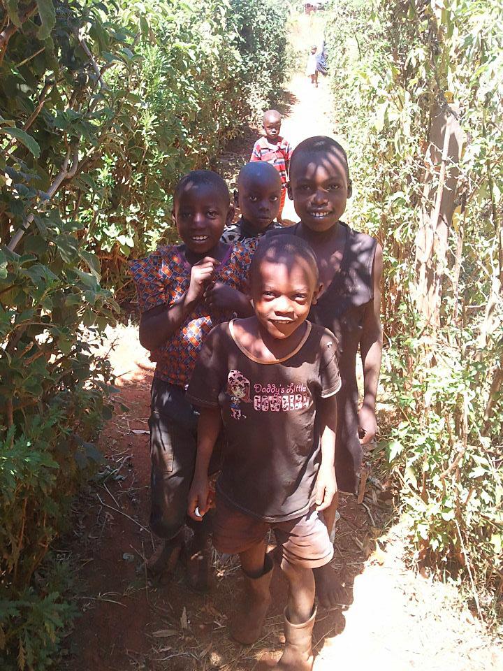 Дети из племя Лухья