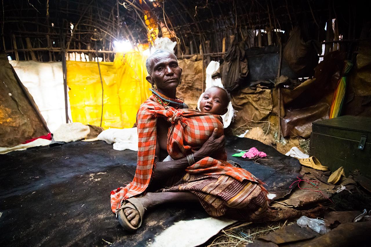Женщина с ребенком из племени самбуру