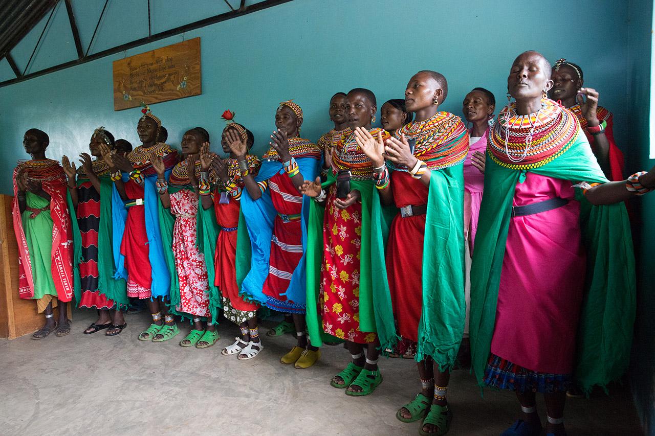 Женщины самбуру в деревне Умоджа скрываются от насилия