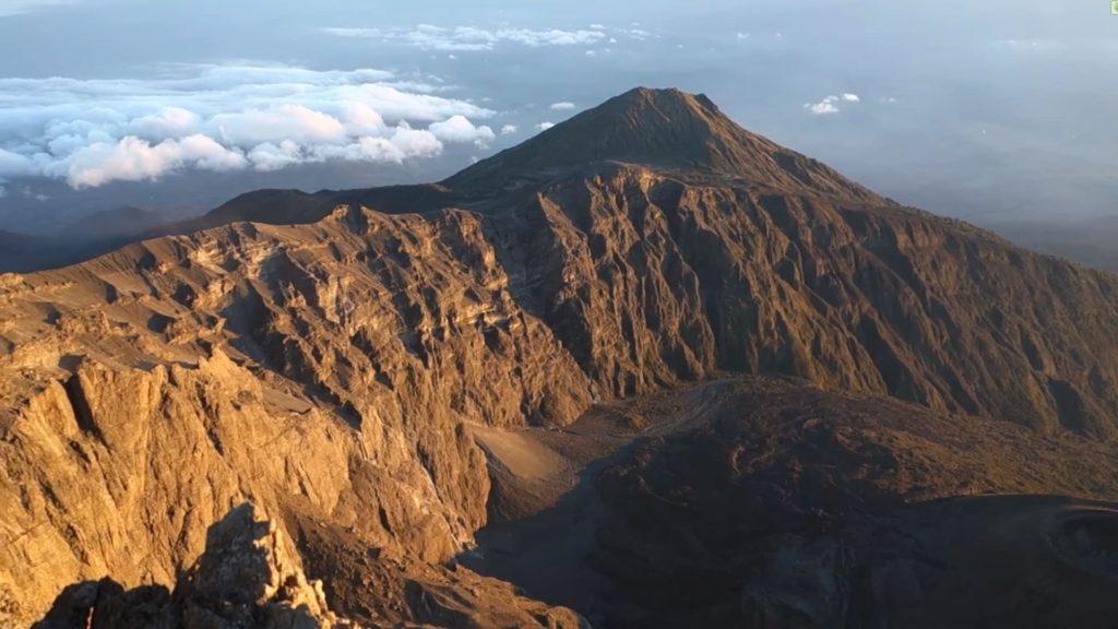 гора Меру в Африке