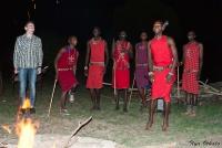 <p>Кения, Масаи Мара. Танец масаев у костра.</p>