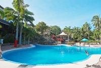 <p>Бассейн отеля Diani Reef</p>