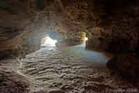<p>В Диани бич есть и пещеры у моря</p>