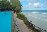 <p>Граница между отелем Baobab и пляжем</p>