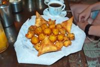 <p>Еда в Кении. Национальные угощения. Пирожки -