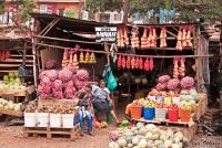 <p>Еда в Кении. Лавка с овощами</p>