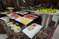 <p>Кения. Фрукты в ресторане отеля Crown Plaza - типичный кенийский набор.</p>