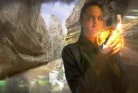<p>Кадр из фильма: Анджелина Джоли на фоне каньона в Хеллс Гейт</p>