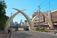 <p>Кения, Момбаса. Бивни - символ города</p>
