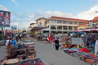 <p>Кения, Момбаса. Рынок у торгового центра</p>