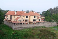 <p>Кения, Найроби. Типичный таунхаус: все огорожено</p>