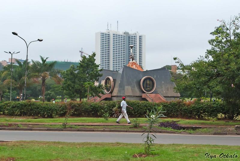 Монумент Ньяйо в Централ парке, Найроби, Кения