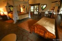 <p>Кения, озеро Найваша. Чуи лодж. Интерьер домика</p>