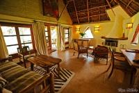 <p>Кения, озеро Найваша. Чуи лодж. Холл домика</p>