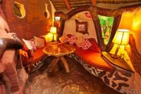 <p>Кения, озеро Найваша. Чуи лодж. В ресторане</p>