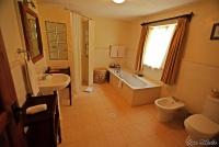 <p>Кения, озеро Найваша. Кангази хаус. Ванная комната</p>