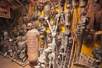 <p>Кения. В некоторых сувенирных магазинах есть настоящие антикварные раритеты.</p>
