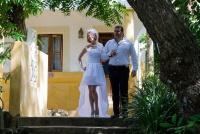 <p>Кения, свадьба на берегу океана. Жених и невеста</p>