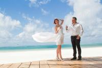 <p>Кения, свадьба на берегу океана. Шампанское</p>