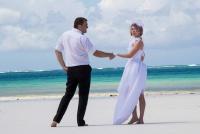 <p>Кения, свадьба на берегу океана. В добрый путь!</p>