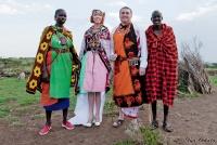 <p>Кения, свадьба по обрядам масаев. Жених с невестой и свидетели</p>