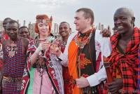 <p>Кения, свадьба по обрядам масаев. Шампанское!</p>