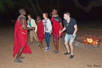 <p>Кения, Лойк Тсаво Кемп. Танцы у костра</p>