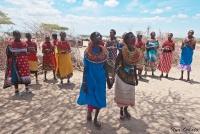 <p>Кения, племя Самбуру. Женщины танцуют.</p>