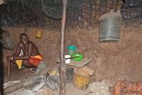 <p>Кения, племя Самбуру. В домике.</p>